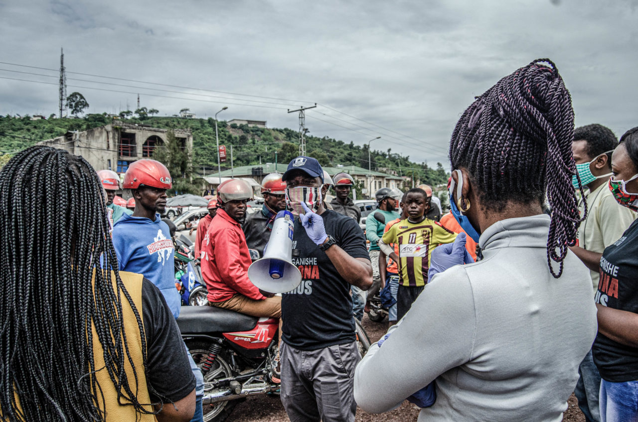 Goma, DRC, May 2020. Activists from the community collective Goma Actif provide information on coronavirus on the streets of the eastern Congolese city of Goma in May. © Arlette Bashizi for Fondation Carmignac