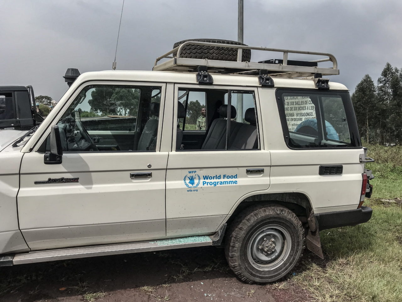 Virunga National Park, DRC, February 22nd 2021. The broken windows on the vehicle Italian ambassador to Congo, Luca Attanasio, was travelling in when he was killed in an apparent kidnapping attempt on Monday. © Austere Malivika for Fondation Carmignac