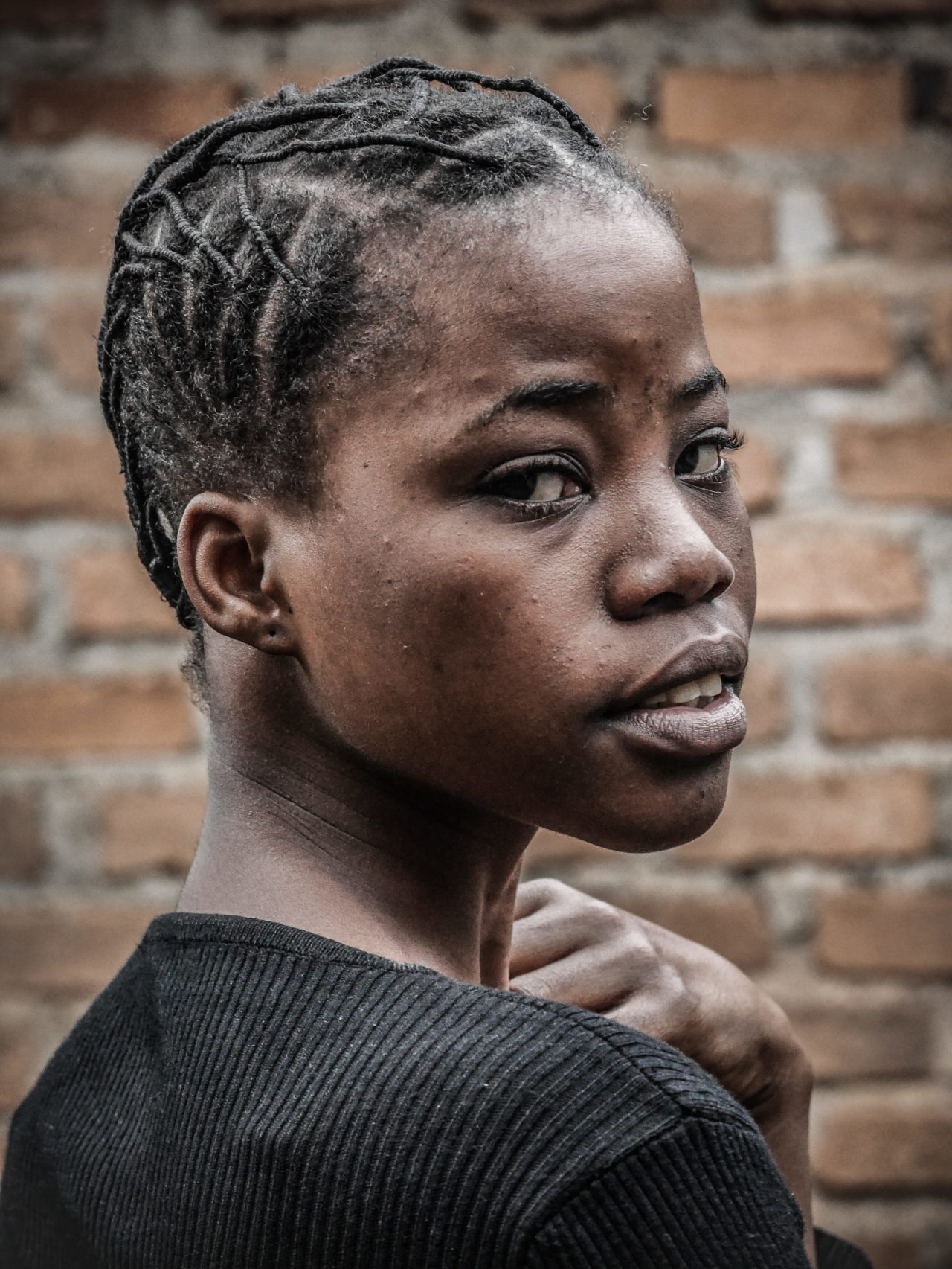 Bukavu, DRC, May 2020. A girl with a traditional hairstyle in the eastern Congolese city of Bukavu during Coronavirus confinement. © Raissa Rwizibuka Karama for Fondation Carmignac