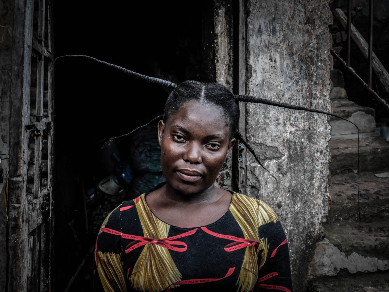 Bukavu, DRC, May 2020. A woman wears a traditional hairstyle in the eastern Congolese city of Bukavu in May. © Raissa Rwizibuka Karama for Fondation Carmignac