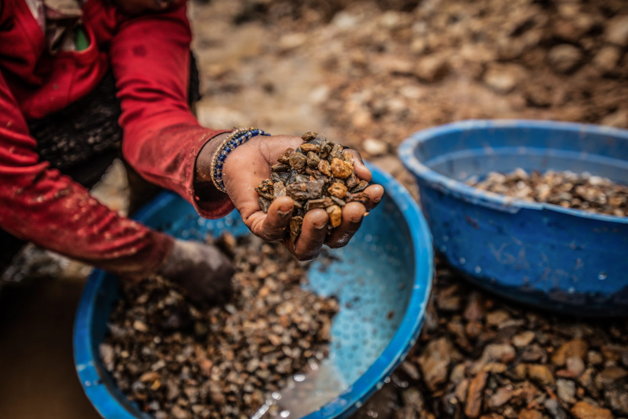 South Kivu Province, March 2021. A woman sorts stones while looking for gold at a mine called D3 in Kamituga. Moses Sawasawa for Fondation Carmignac.