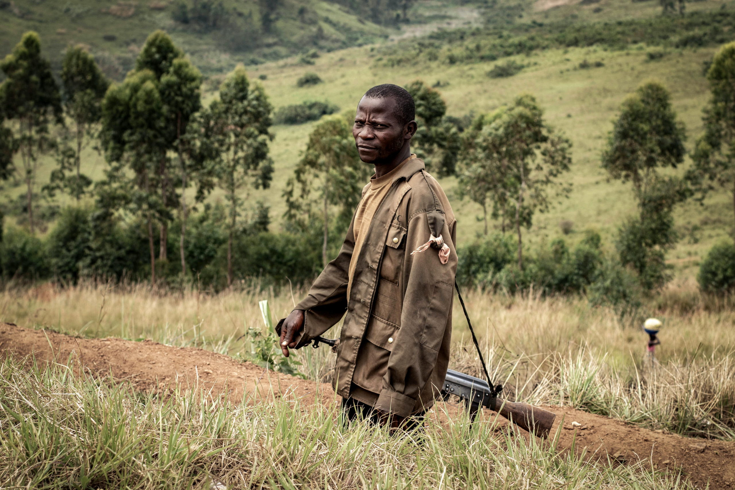 Tche, DRC, February 2020. A Congolese government soldier in the village of Tche in Ituri province in February. A series of massacres in villages in Djugu territory, including Tche, killed 161 people in early June 2019 and killings in the area have continued in 2020. Congolese security forces fighting local militias have also committed serious abuses, including extrajudicial executions, according to Human Rights Watch.© Dieudonne Dirole for Fondation Carmignac