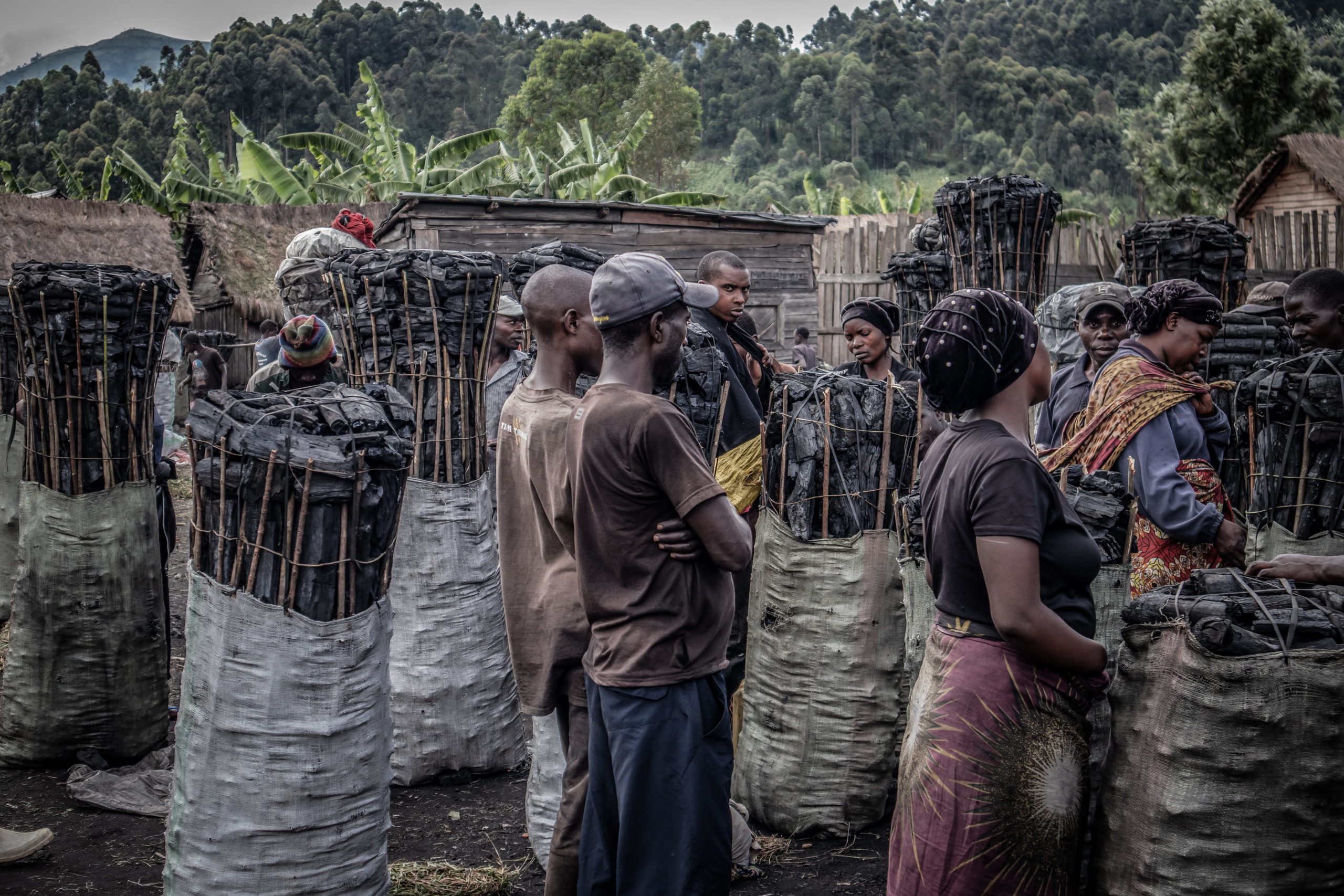 Virunga National Park, DRC, December 2020. Charcoal traders at Kulupango market on the edge of Virunga National Park just north of the eastern Congolese city of Goma. Most of the charcoal bound for Goma passes through Kulupango market. © Guerchom Ndebo for Fondation Carmignac