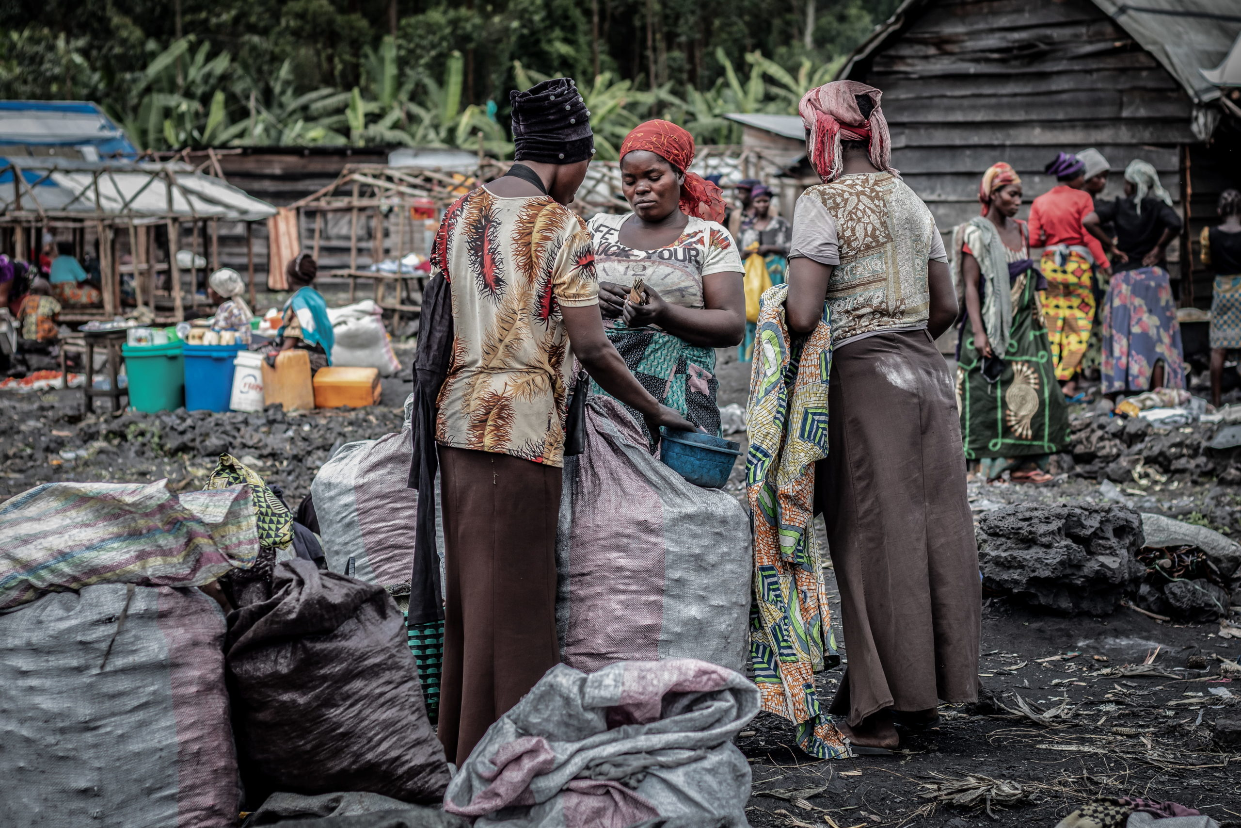 Virunga National Park, DRC, December 2020. Charcoal traders at Kulupango market on the edge of Virunga National Park just north of the eastern Congolese city of Goma. © Guerchom Ndebo for Fondation Carmignac