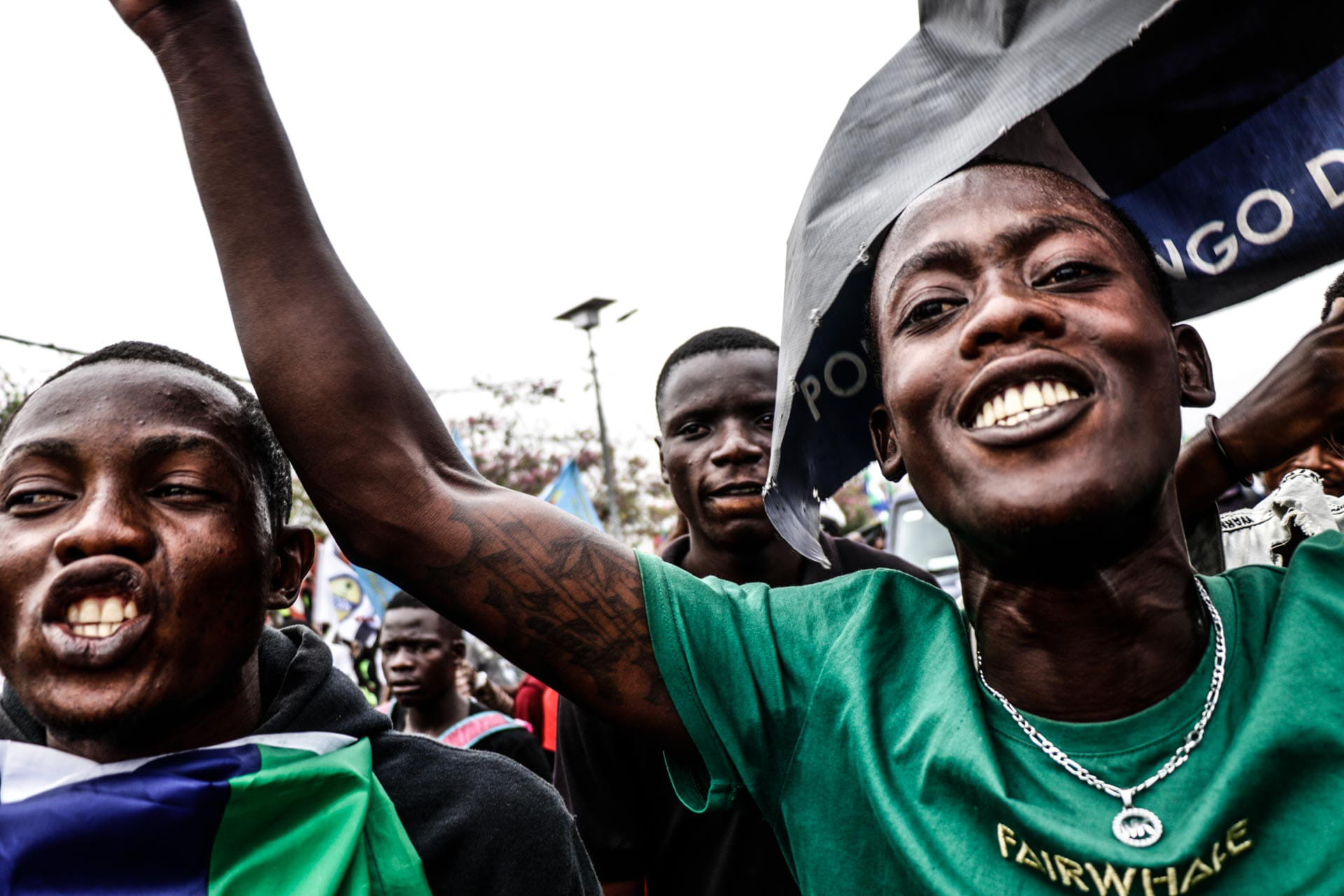 Kinshasa, DRC, August 23th 2020. Supporters of Lamuka opposition party leader Martin Fayulu cheer as he passes along the streets of Kinshasa when he returned to Congo this week after being stuck in the United States for five months due to coronavirus travel restrictions. © Justin Makangara for Fondation Carmignac