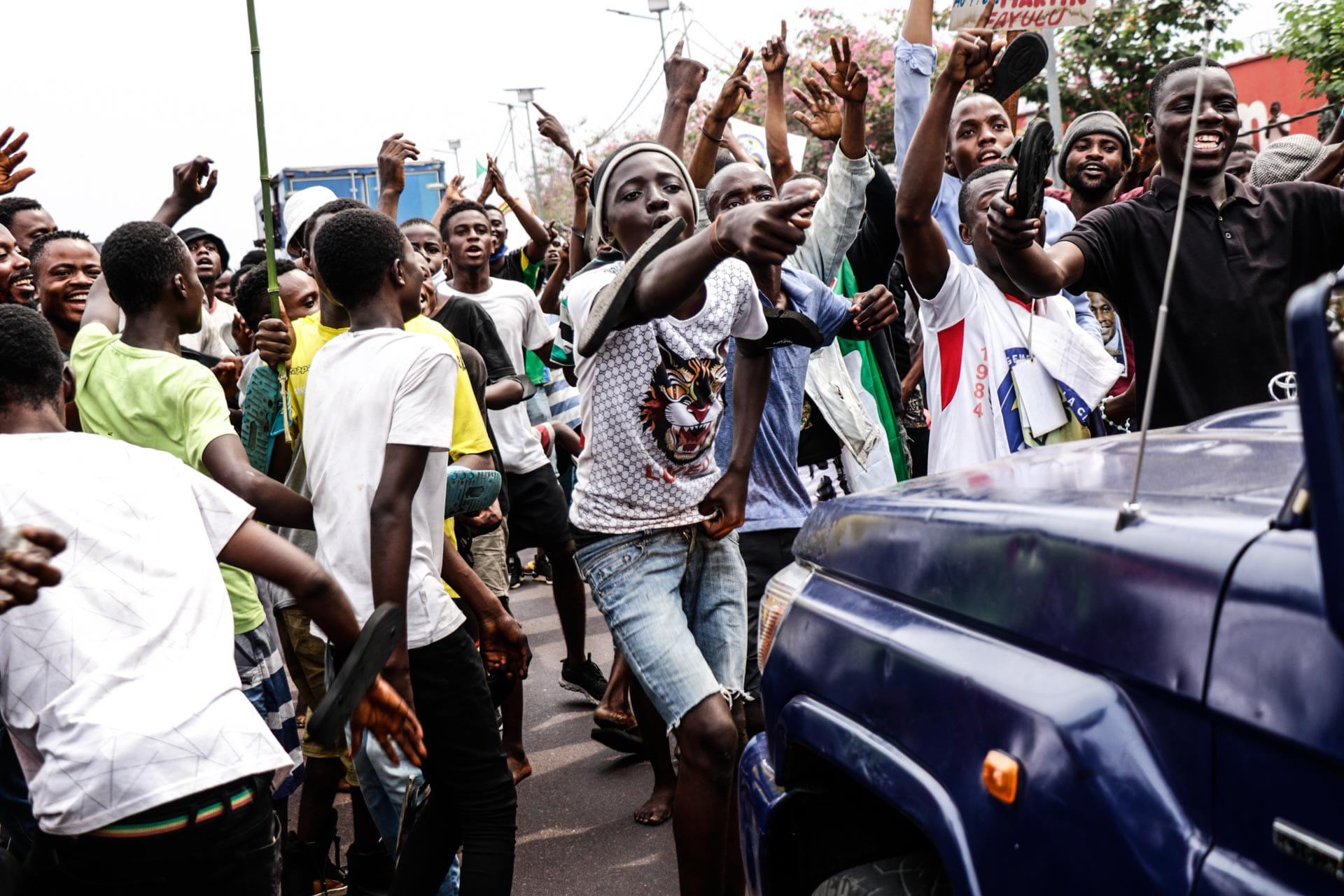 Kinshasa, DRC, August 23th 2020. Supporters of Lamuka opposition party leader Martin Fayulu taunt police as he returned to Kinshasa this week after being stuck in the United States for five months due to coronavirus travel restrictions. © Justin Makangara for Fondation Carmignac
