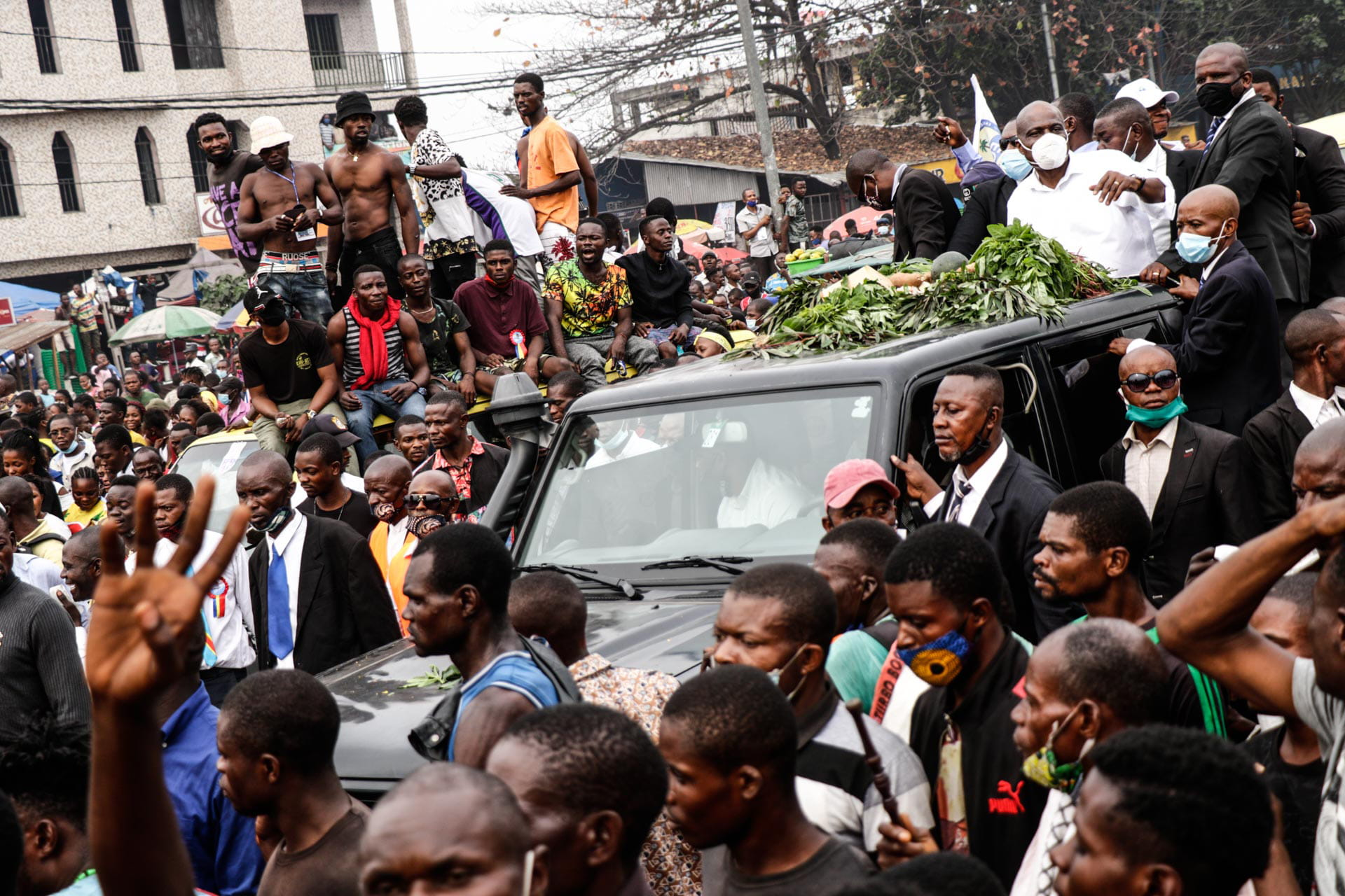 Kinshasa, DRC, August 23th 2020. Supporters escort Lamuka opposition party leader Martin Fayulu (in white in vehicle top right) through the streets of Kinshasa as he returned to Congo this week after being stuck in the United States for five months due to coronavirus travel restrictions. © Justin Makangara for Fondation Carmignac