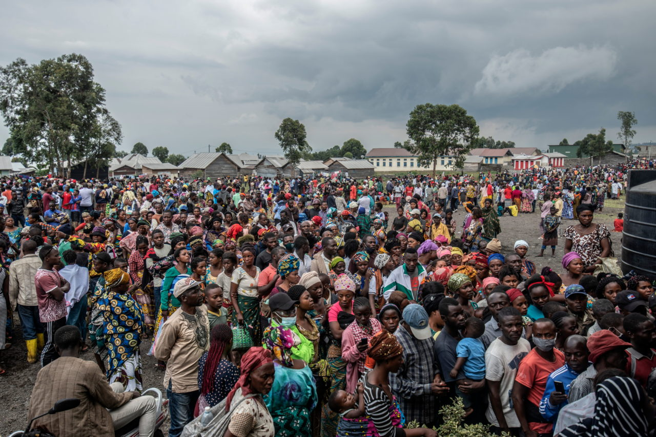 People displaced by the eruption gather for the distribution of aid in Munigi on the northern outskirts of Goma. Moses Sawasawa for Fondation Carmignac