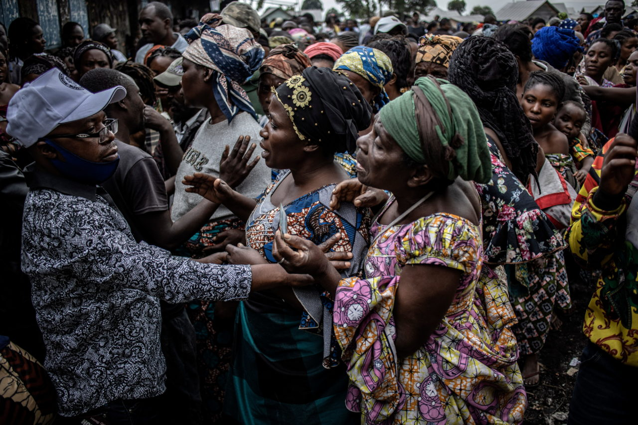 People displaced by the eruption gather for the distribution of aid in Munigi on the northern outskirts of Goma. Finbarr O'Reilly for Fondation Carmignac