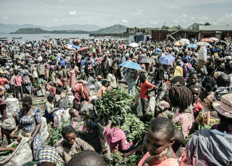 Goma, Democratic Republic of Congo, April 2, 2020. Vendors and shoppers at Kituku market on the shores of Lake Kivu. Congo has one of the highest rates of informal workers in the world with about 80 per cent of urban workers involved in the informal economy, according to the World Bank. The Trade Union Confederation of Congo estimates that nationally the informal economy represents an astronomical 97.5 per cent of all workers. © Moses Sawasawa for Fondation Carmignac